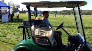 L'heure du déjeuner servi en voiturette de golf