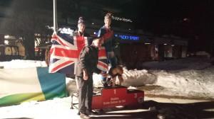 Cameron sur un podium avec son chien !